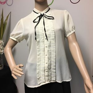 Forever 21 delicate tie in the front blouse white